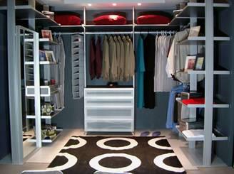 Проще вставить в гардеробной